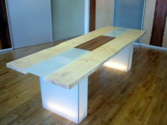 Beleuchteter Designertisch Dintikon