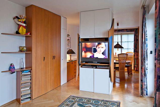 Designer Wohnzimmerschrank vom Schreiner mit geschwungenen Türen Feldkirch 0