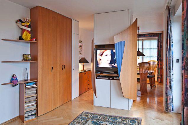 Designer Wohnzimmerschrank vom Schreiner mit geschwungenen Türen Feldkirch 1