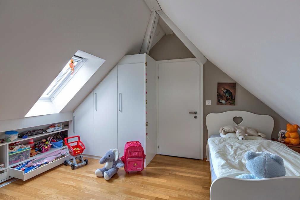 Drehtürenschrank in der Dachschräge Zürich 1