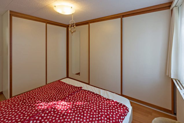 Eckkleiderschrank im Schlafzimmer mit Spiegel Horgen 0