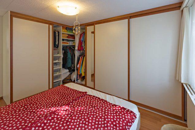 Eckschrank | Eckkleiderschrank im Schlafzimmer mit Spiegel Horgen 1