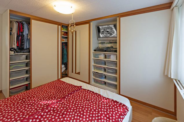 Eckkleiderschrank im Schlafzimmer mit Spiegel Horgen 2