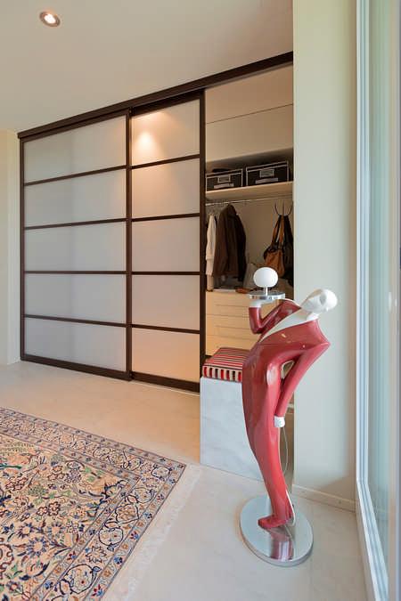 Garderobe im Japanischen Stil Grabs