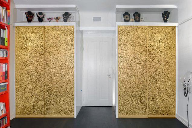 Goldener Einbauschrank mit Schmuckvitrine Zürich 0