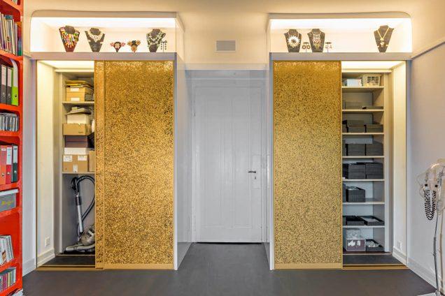 Goldener Einbauschrank mit Schmuckvitrine Zürich 1