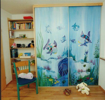Kinderzimmerschrank mit Kunstwerk Bild Feldkirch