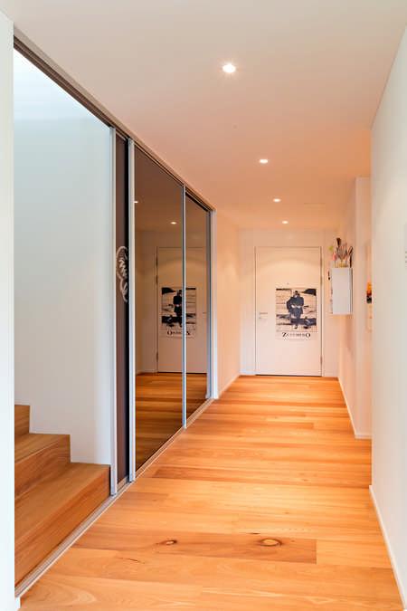 Schiebetüre als Stiegenhausabtrennung mit Kreidetafel Glarus 1