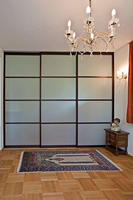 Schiebetüren als Raumteiler für Waschküche mit Massivholzrahmen Feldkirch 0