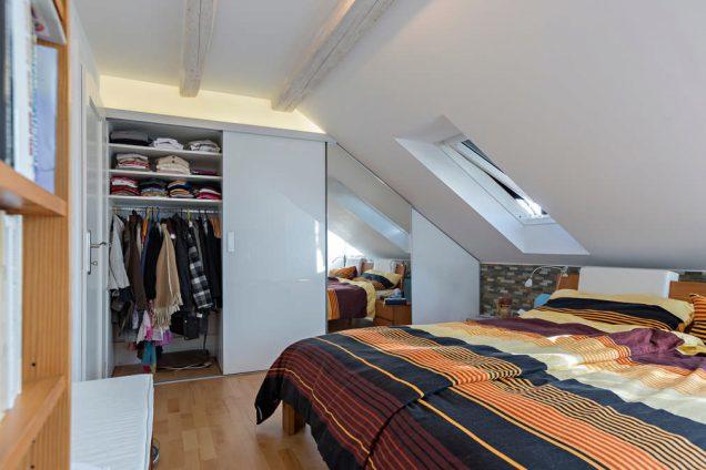 Schlafzimmer Dachschrägenschiebetürschrank Hinwil 2