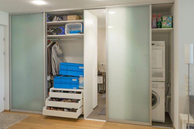 Schrank als Raumteiler mit integrierter Waschmaschine und Trockner Feldkirch 2