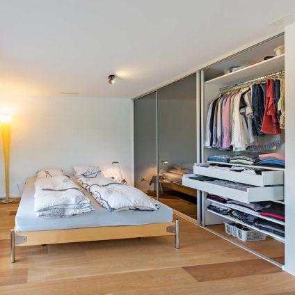 Verspiegelter Einbauschrank Schlafzimmer Glarus 1