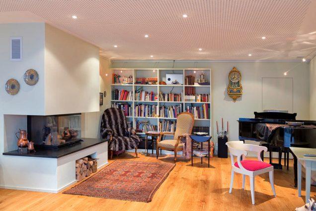 Wohnwand als Bücherregal im Wohnzimmer Zollikon