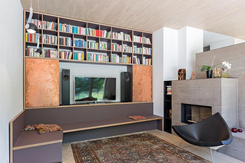 Wohnwand mit Sitzgruppe für Bücher, Fernseher und Stereoanlage im Wohnzimmer Wettingen 1