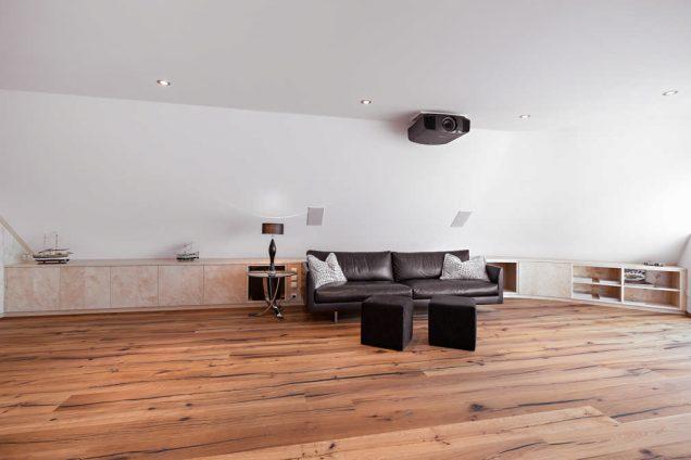 Wohnzimmer Sideboard unter Dachschräge Feldkirch 1