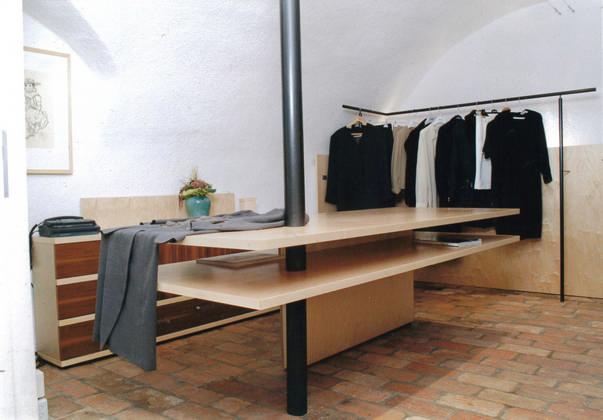 Kommode + Tisch